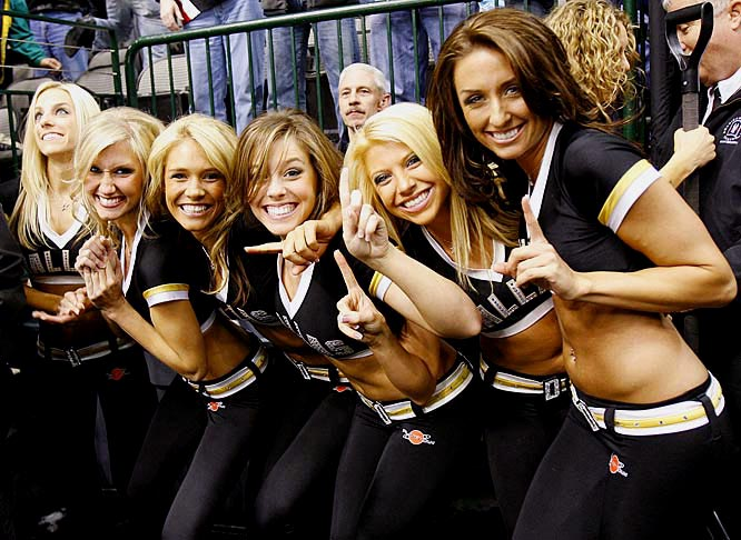 The Dallas Star's Ice Girls 2011
