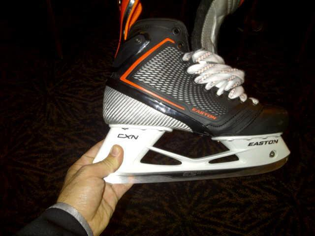 easton-mako-hockey-skate.jpg